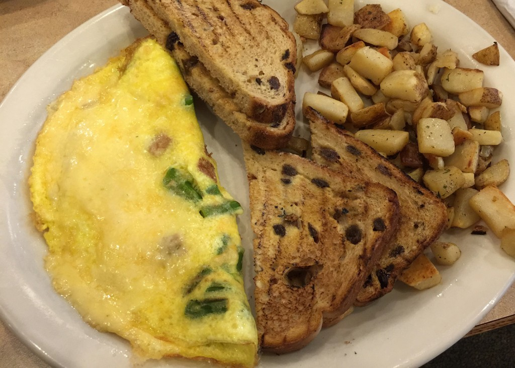 Omelet with gouda cheese, apple spiced chicken sausage and asparagus, The Egg & I, Panama City Beach, Florida